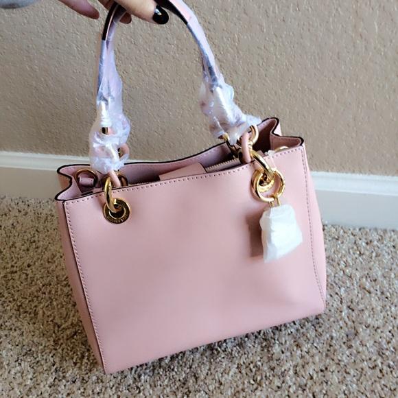 378ddaa0d9 Michael Kors Cynthia satchel medium size blossom